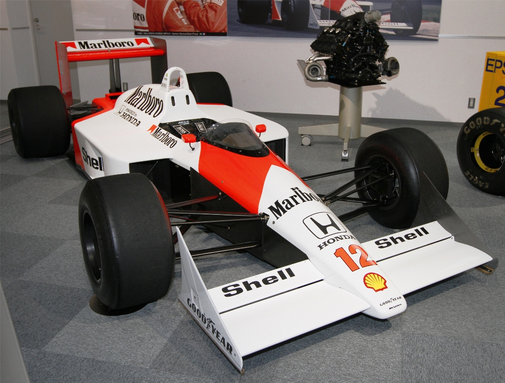 McLaren_MP4-4_front-right_Honda_Collection_Hall