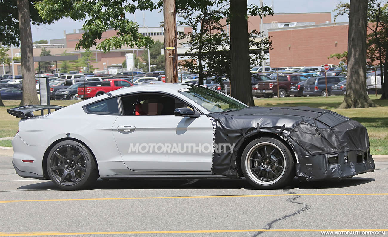 2018-ford-mustang-shelby-gt500-spy-shots--image-via-s-baldauf-sb-medien_100560033_h