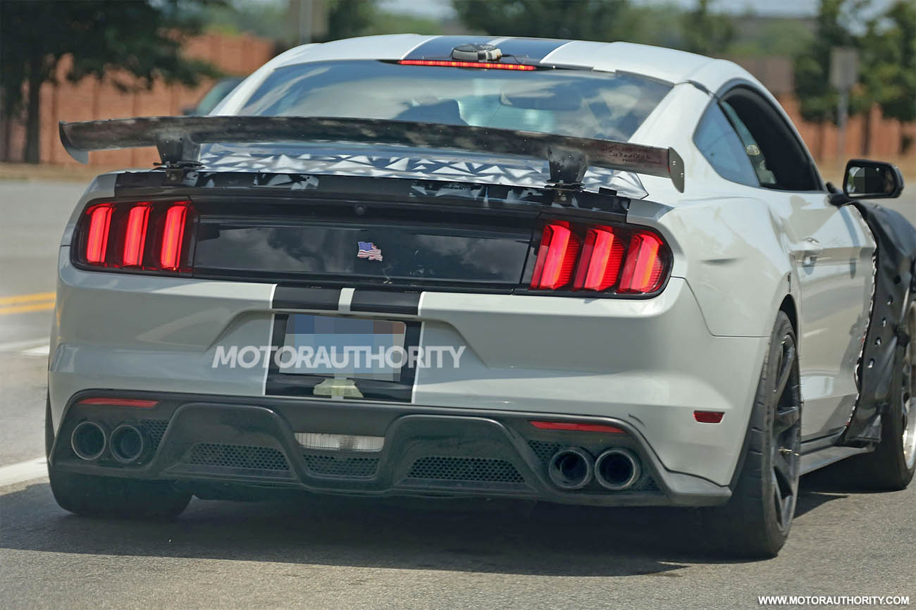 2018-ford-mustang-shelby-gt500-spy-shots--image-via-s-baldauf-sb-medien_100560041_h