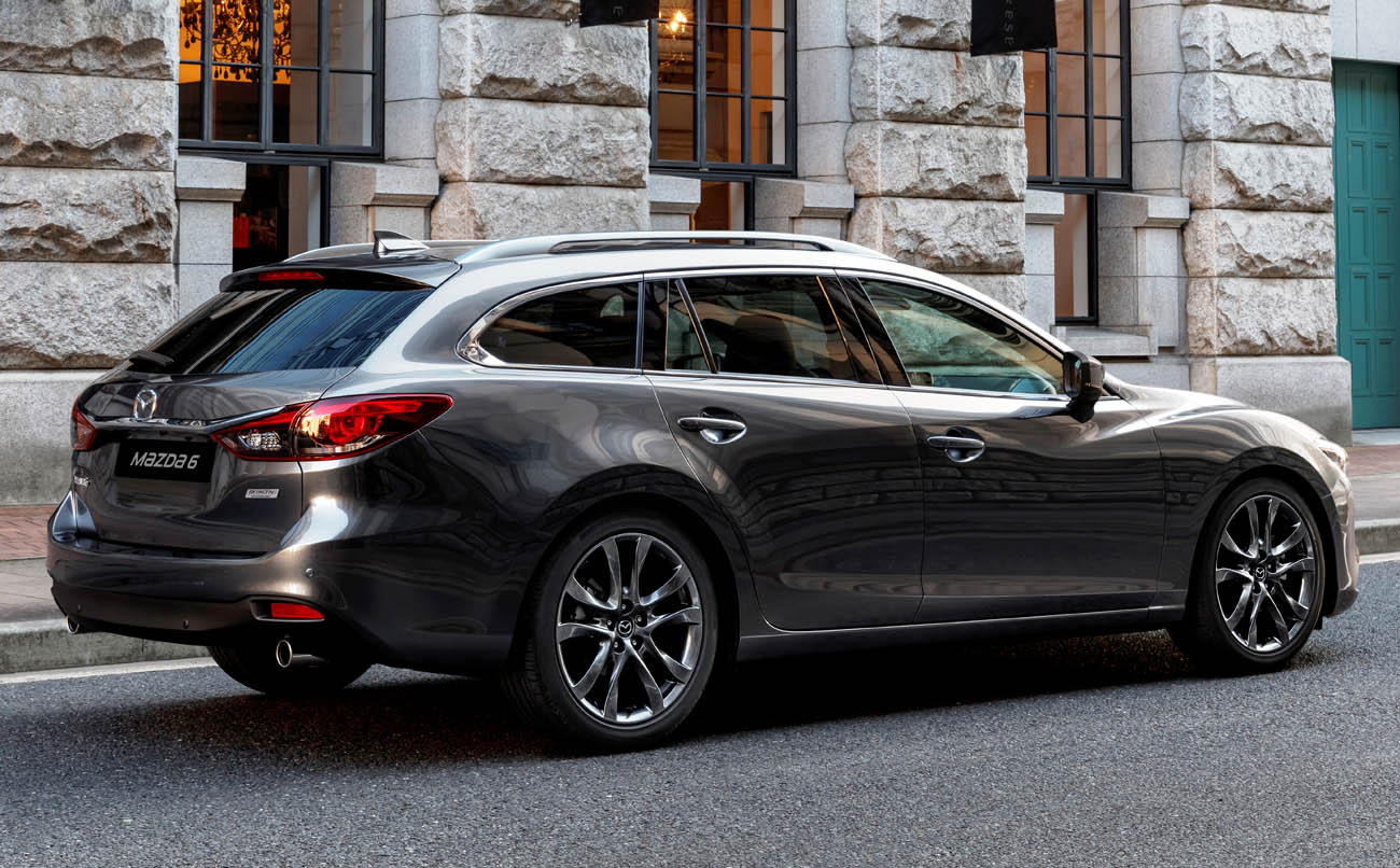 2017-mazda6_wagon_action