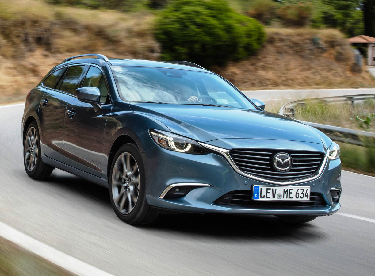 2017-mazda6_wagon_action_14