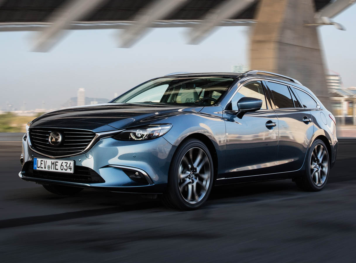 2017-mazda6_wagon_action_16