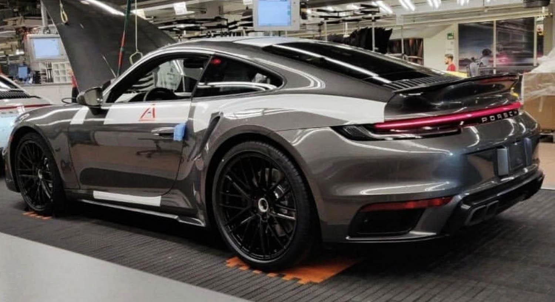 هذه هي بورش 911 توربو الجديدة كلياً 2020 بصورتها المسربة مباشرة من المصنع -  موقع ويلز
