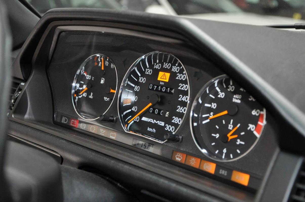 مرسيدس بنز إي60 أخطر سيارات e60-28.jpg