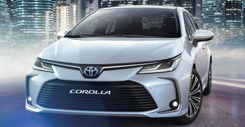 لهذه الأسباب تعتبر طرازات تويوتا من أكثر السيارات كفاءة في استهلاك الوقود