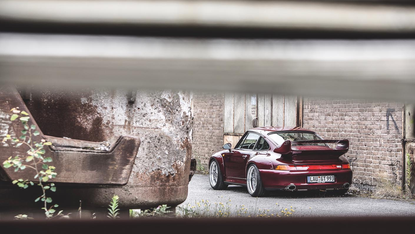 بورش 911 جي تي 2 993 – الرياضية الخارقة والفائزة بقلوب محبيها… أما السعر فلمن يملك مليون دولار وأكثر
