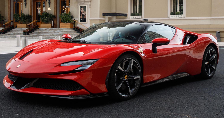 شارل لوكلير يقود سيارة الألف 200044-car-Ferrari-S