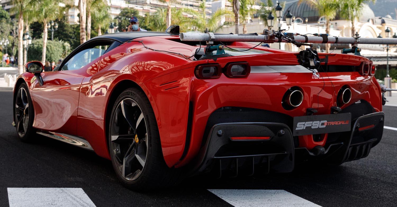 شارل لوكلير يقود سيارة الألف 200047-car-Ferrari-S