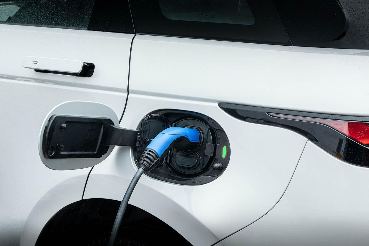 أصبح بالامكان الاختيار بين تجربة السيارات الكهربائية أم سيارات الطرقات الوعرة مع خدمة بيفوتال للاشتراكات