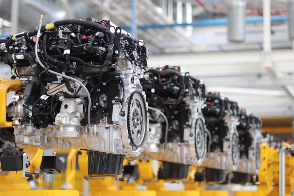 جاغوار لاند روفر تحتفل بانتاج أكثر من 1.5 مليون محرك إنجينيوم النظيف والناجح حتّى اليوم